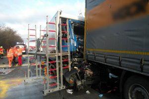 Verkehrsunfall_A99_Feuerwehr_Kirchheim_14122016_02